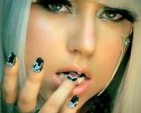 Леди Гага выпустит «Монстра» с запахом крови и спермы