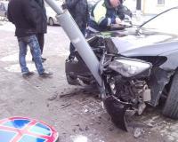 В Якутске пьяный водитель въехал в столб